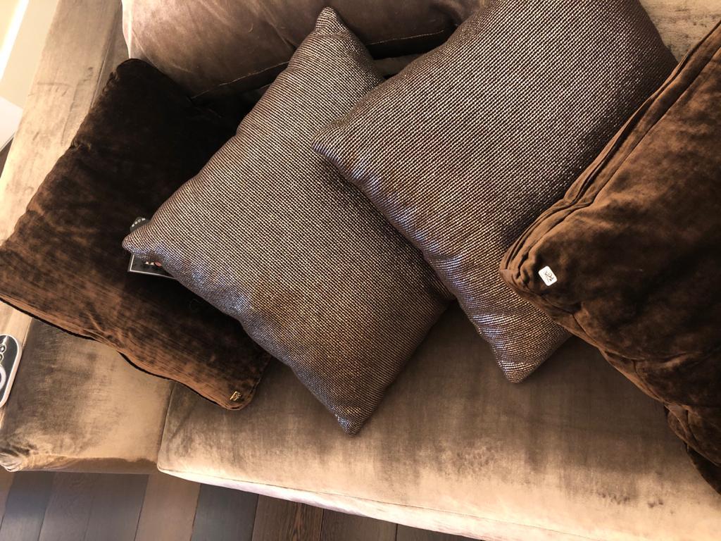 Пошив велюровых подушек для дивана
