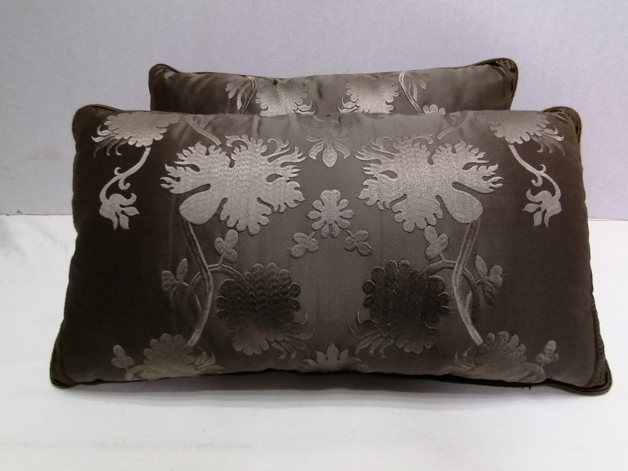 Пошив коричневых подушек